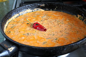 Приготовление голубцов в томатно-сметанном соусе