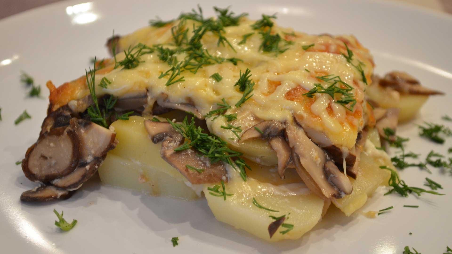 индейка запеченная с картофелем и грибами