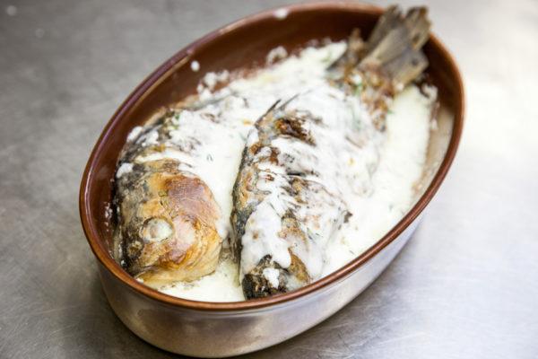 Рыба в чесночно-сметанном соусе