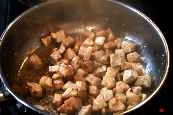 обжарить мясо