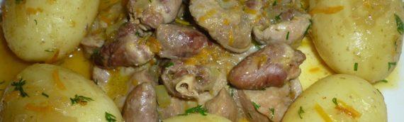 Как вкусно пожарить куриные сердечки с луком?