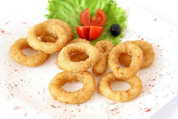 Луковые кольца с сыром в сухариках