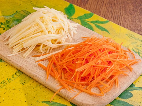 нарезаем репу и морковь