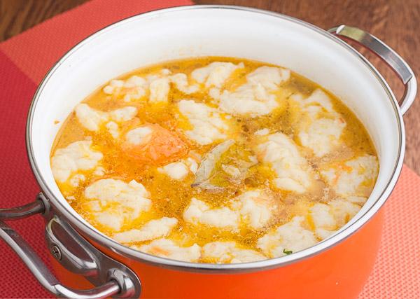 добавляем в суп зажарку