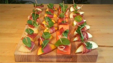 fruit-and-serrano-ham-canapes.WidePlayer