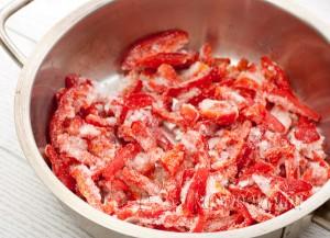 красный перец отправляем на сковородку