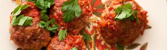 Мясные шарики в томатном соусе с начинкой