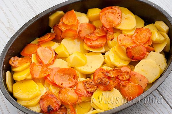 выкладываем поджаренную морковь
