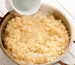 добавляем овощной бульон или воду горячую
