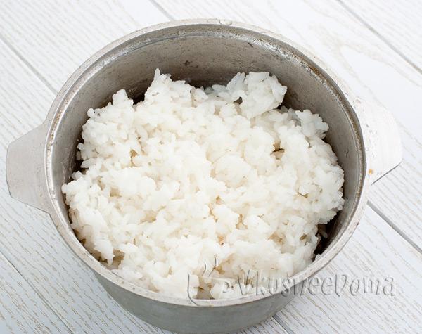 отвариваем рис до полуготовности