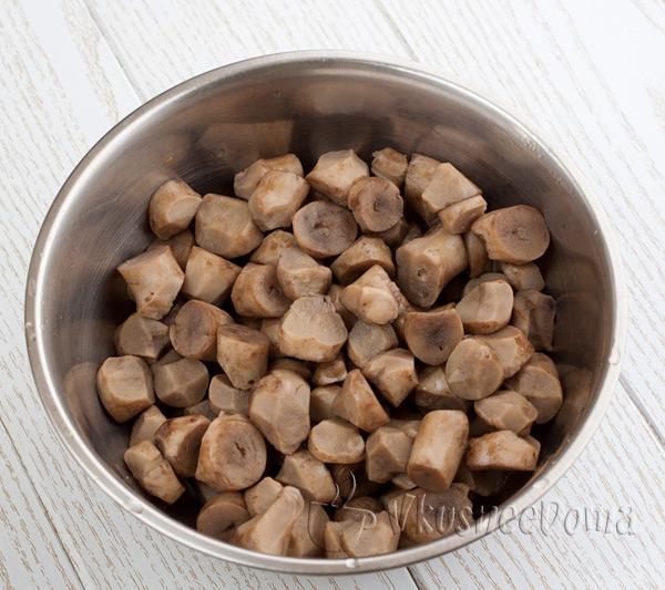 грибы отвариваем