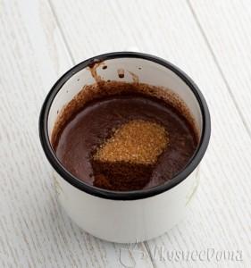 добавляем коричневый сахар