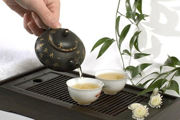 белый чай стоит  дорого