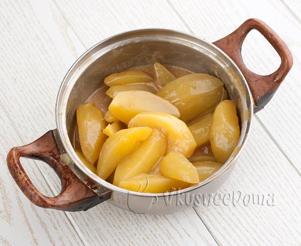 картошку заливаем соусом