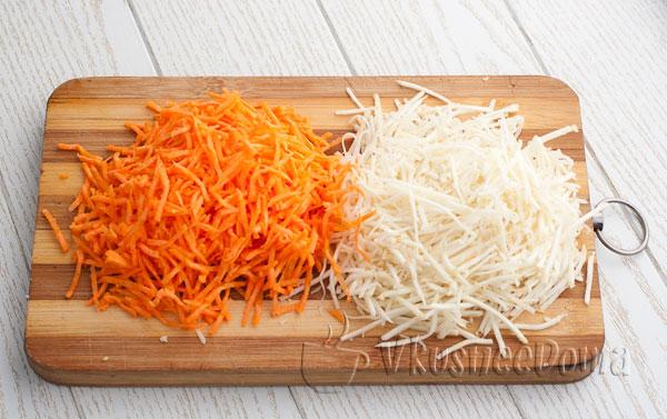 нарезаем морковь и сельдерей