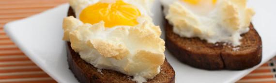 Горячий бутерброд в духовке с яйцом