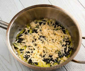 к шпинату добавляем сыр