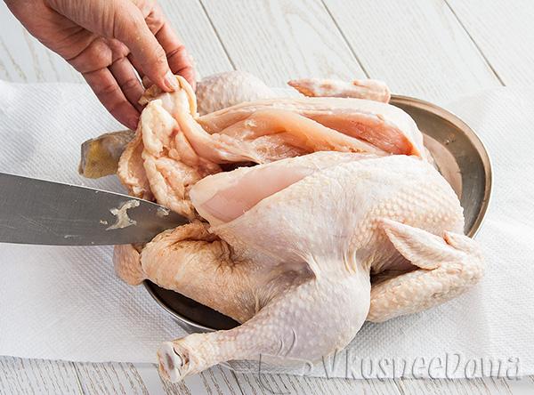 курицу кладем на спинку