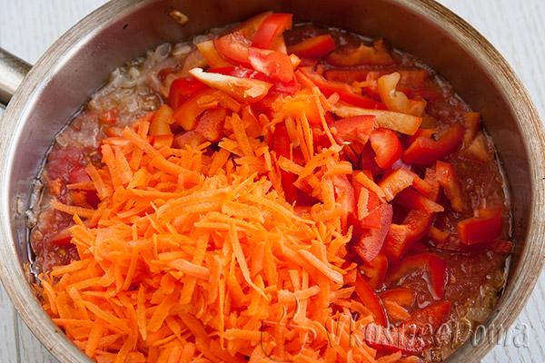 добавляем в кипящий томат