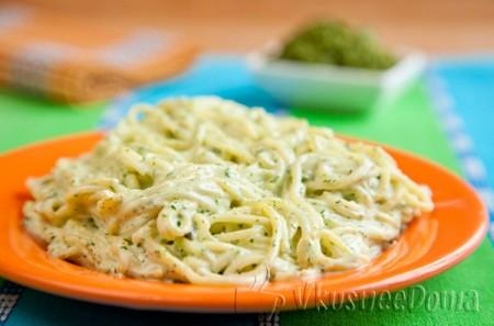 спагетти с соусом зеленым