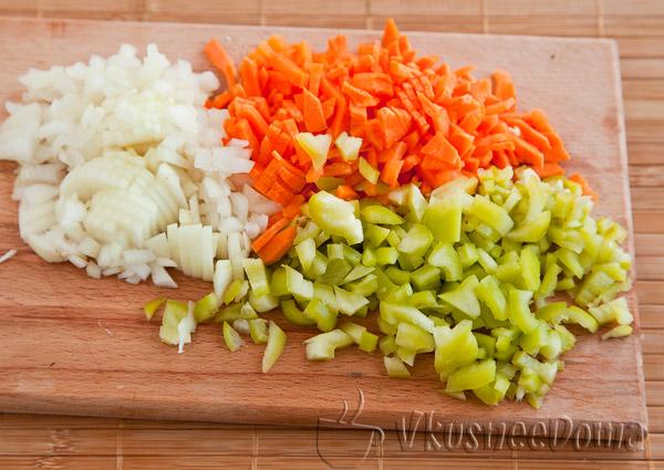нарезаем овощи на небольшие кусочки