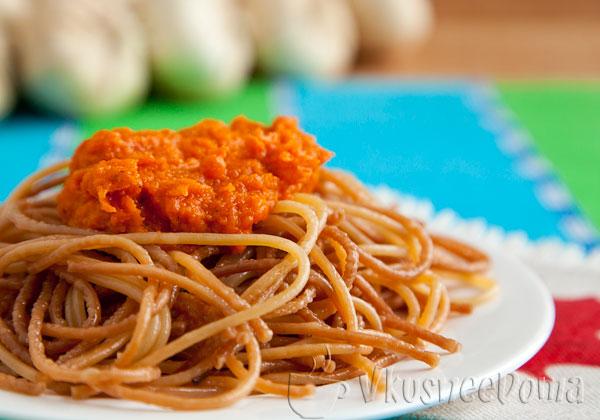 подаем спагетти с соусом