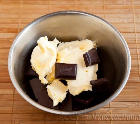 шоколад с маслом растапливаем на водяной бане