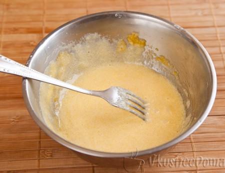 желтки растераем с сахаром