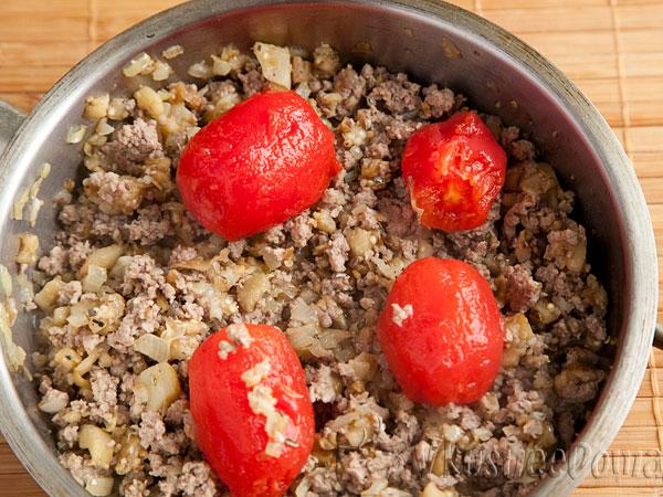 + фарш и + консервированные помидоры