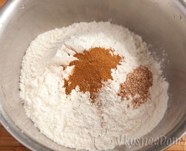 в отдельной посуде смешиваем сухие ингредиенты