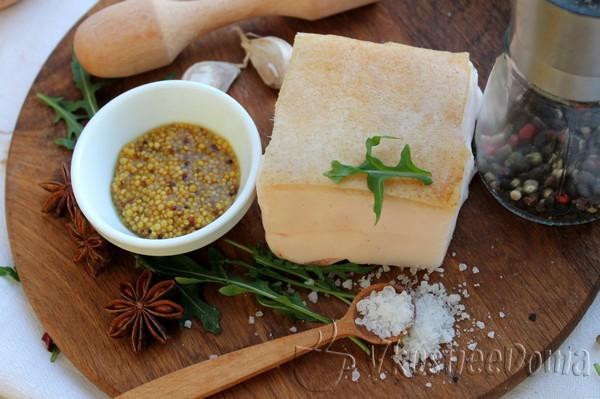 Соленое сало с чесноком и горчицей