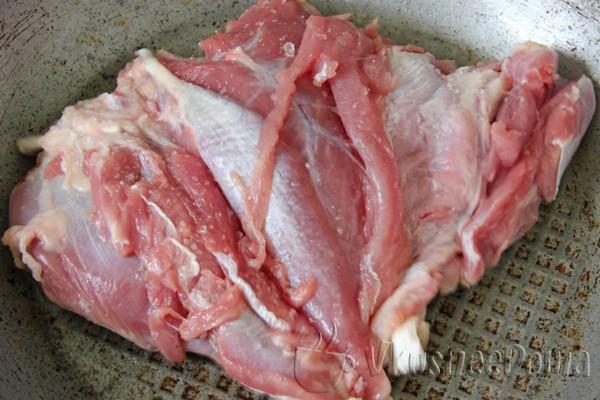 мясо индейки обжариваем для образования корочки