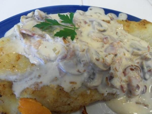Грибной соус с беконом для жареной рыбы