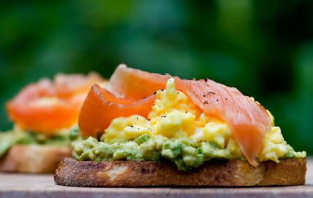 delicious-smoked-salmon-sandwitch