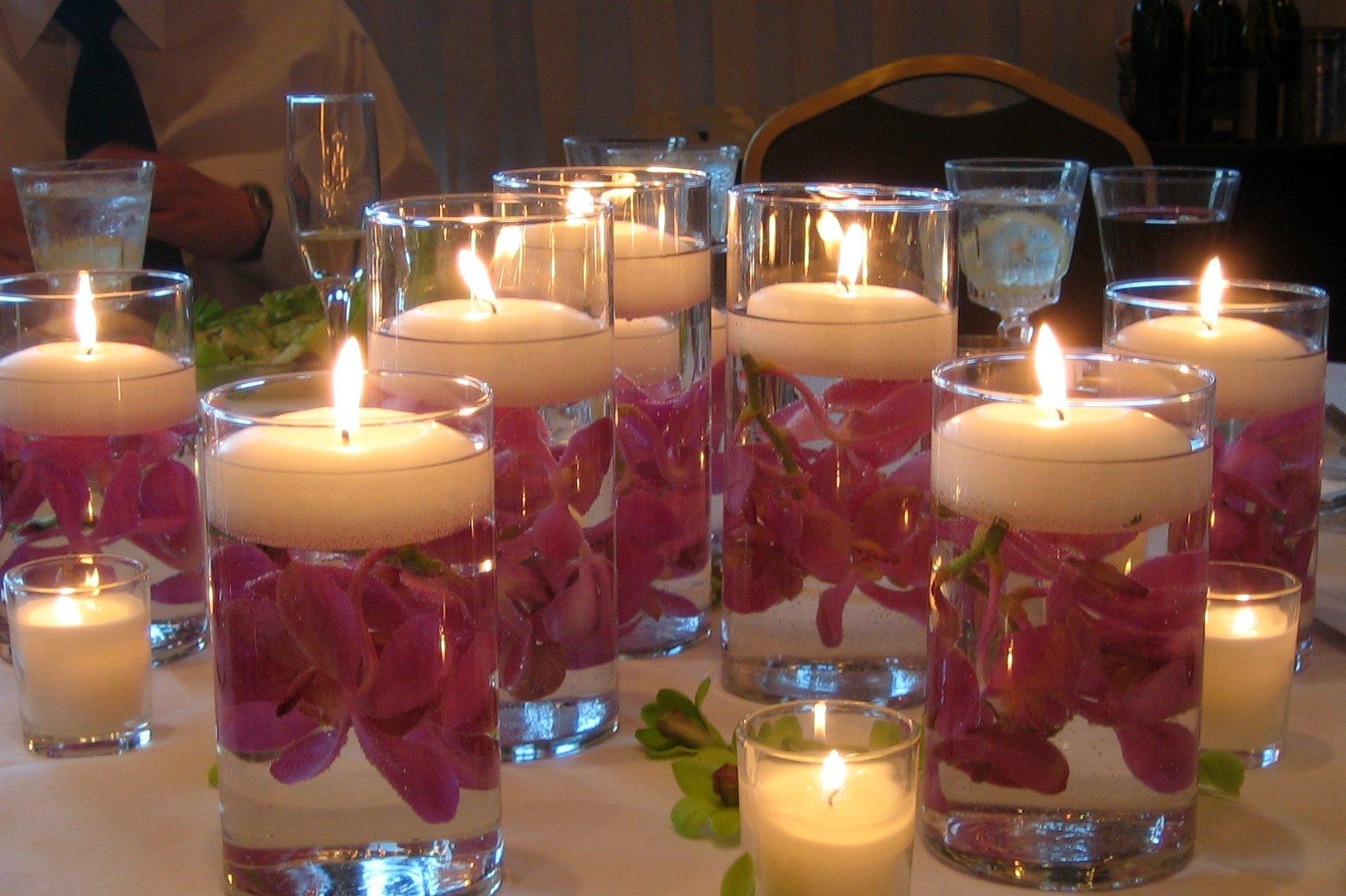 Украшение новогоднего стола 2019: свечи, посуда, елочные композиции и другие элементы декора