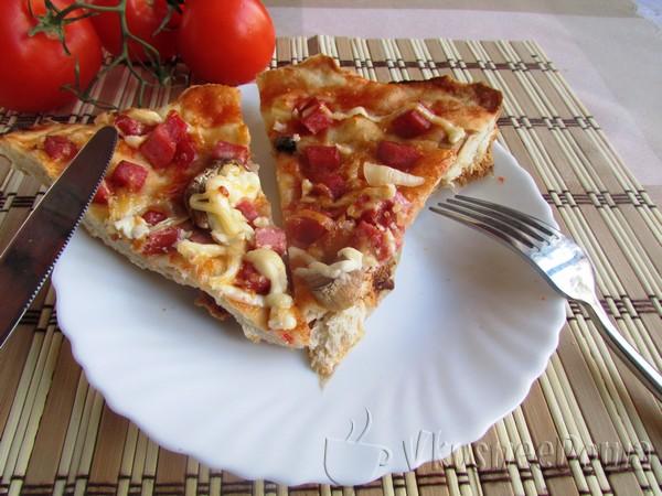Рецепт пиццы с колбасой и грибами