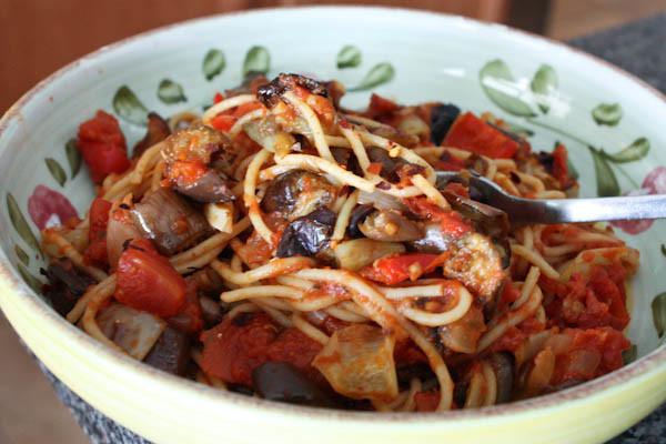 Как приготовить спагетти с овощами, сыром, грибами и вкусно