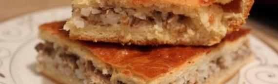 Домашненький пирог с рыбной консервой и рисом