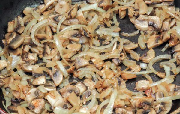 Приготовление бефстроганов с грибами