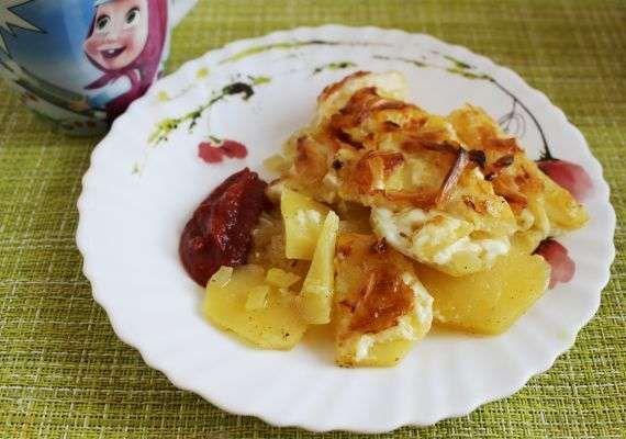 Гратен из картофеля со сметаной