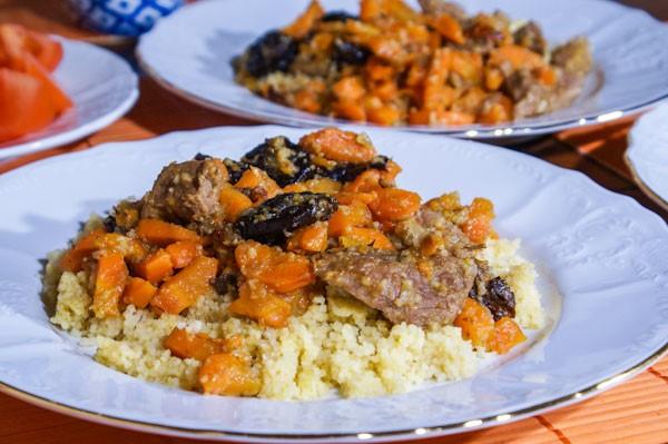 Говядина с черносливом и морковью