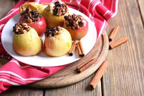 запечённые яблоки с корицей