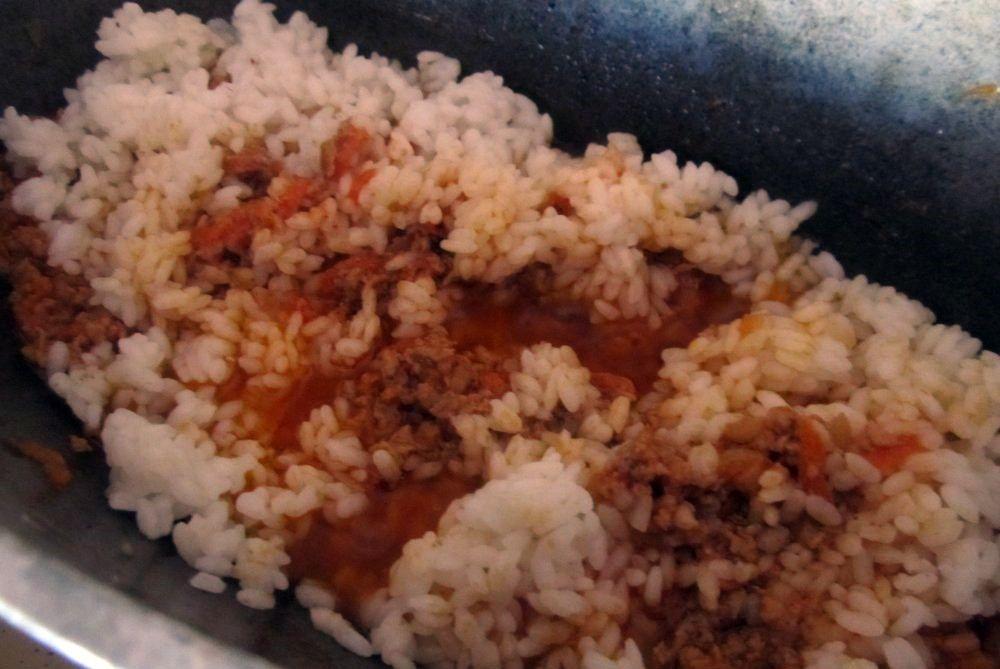 рис в фарше и перемешать