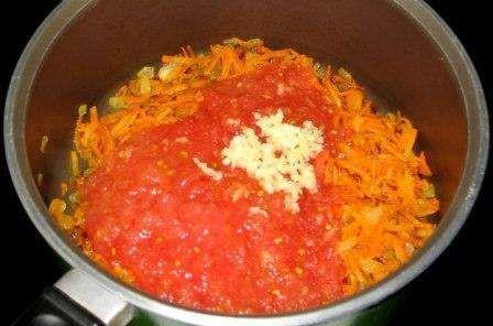 смешать помидор цибулю и морковь