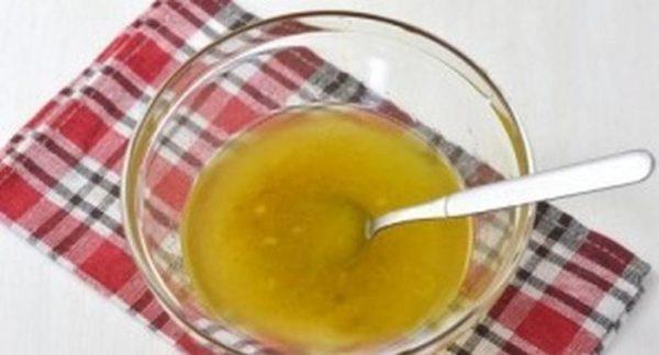 Растворяют желатин в бульоне