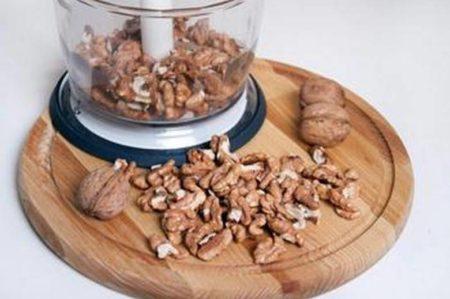 Подготаваливают орехи